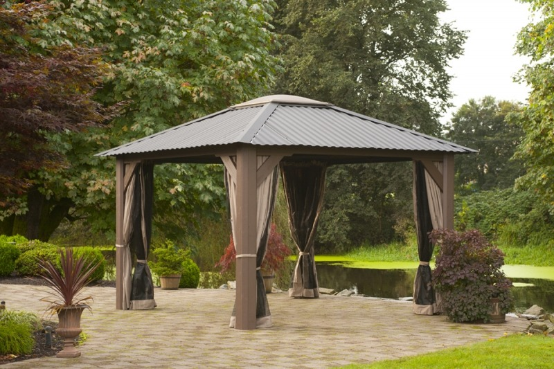 The side view of an open air Gazebo Victoria with open bug control