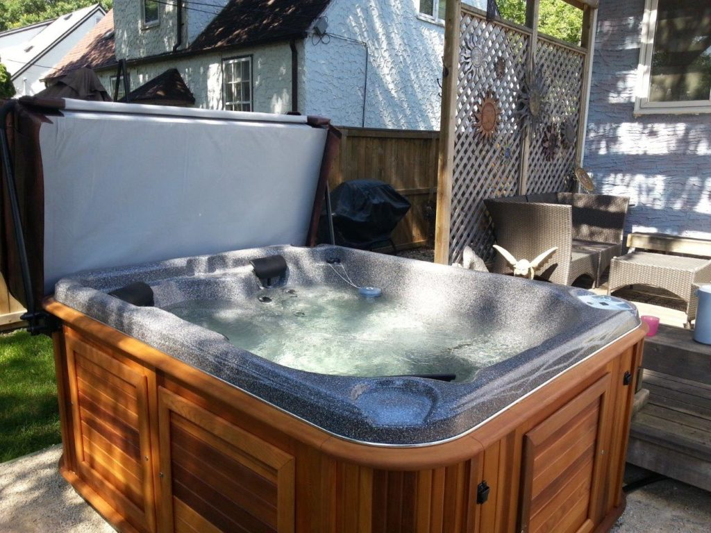 New Lisa McR hot tub in Manitoba