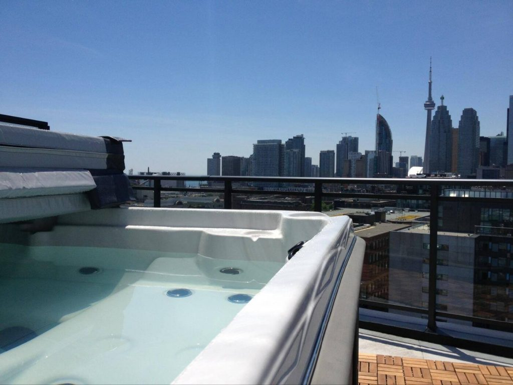 A hot tub with a view of the city