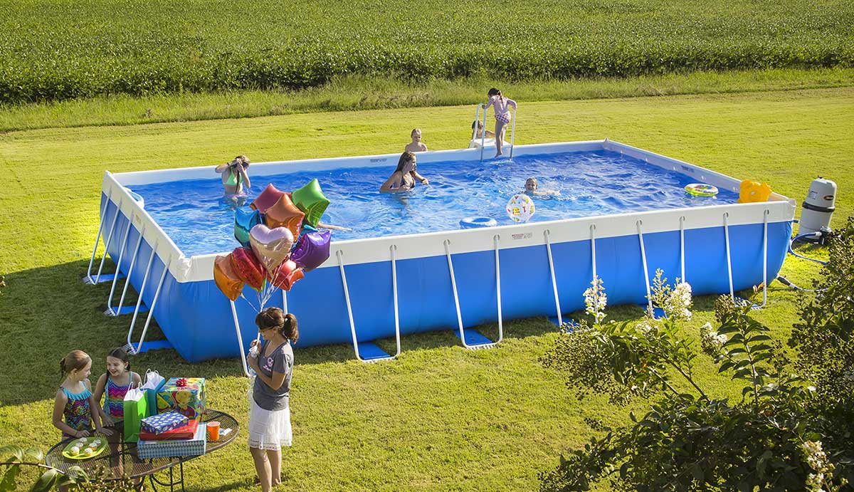 Kids party in the Super Pool